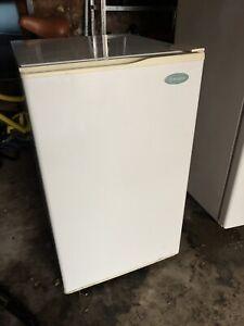 Westinghouse bar fridge 140L