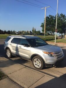 2011 Ford Explorer XLT AWD 4X4 excellent condition