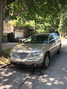 2004 Gold Chrysler Pacifica