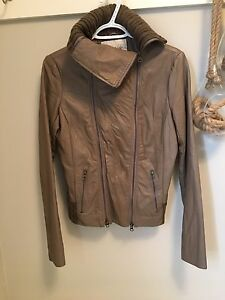 WOMENS SIZE SM LEATHER JACKET