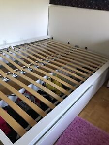 Queen size bed white