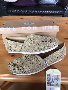 Toms Size 9.5 Brand New