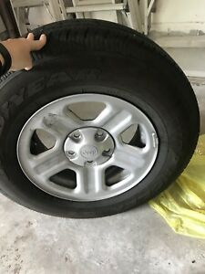 Selling 5 Jeep Wrangler rims and tires 16inch
