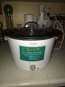 Self stirring  slow cooker - 4 quart excellent condition
