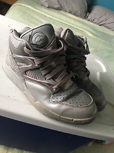 Reebok pumps size 9