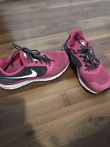 Women's Size 9.5 Pink & Grey Nike's