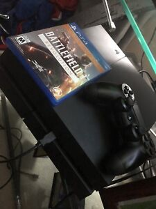 500gb PS4 bundle two controllers & 1 game