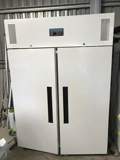 Polar commercial 2 door 1200L upright freezer
