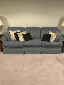 SOFA COUCH - GREAT CONDITION