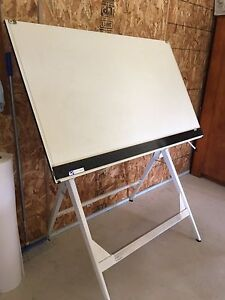 Drafting table/ Drawing table Ebenezer Hawkesbury Area Preview