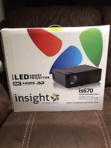 Insight is670 projector