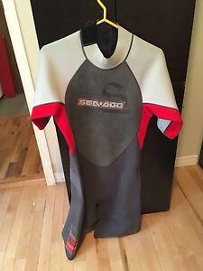 Wet suit a vendre