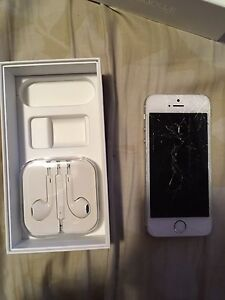 iPhone 5S Silver 16gb cracked screen