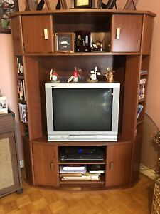 TV STAND ENTERTAINMENT UNIT CORNER WOOD LIKE NEW