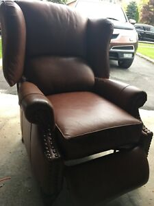 Distinctive Designs Wingback Leather Recliner