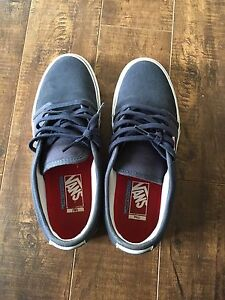 New Vans shoes DARK BLUE. size 9.5 CALL OR TXT