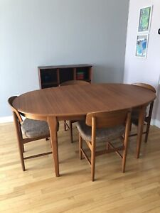 Set of 4 Designer Teak Mcm Danish Chairs & Dining Table