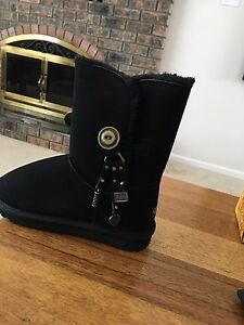 Black boots UGGs brand-new