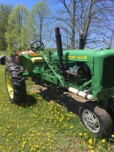 Tractor deer-  allis 283 Chevy motor