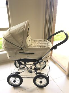 EMMULJUNGA PRAM PRICE DROPPED! Want picked up today!