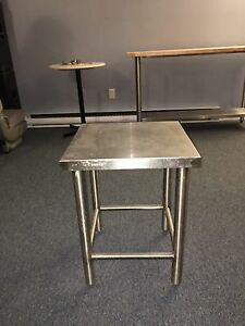 Petite table stainless pour restaurant