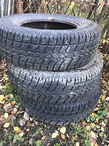 3 pneus à clous studded tires 225/75R 16 Winter  Xsi M+ S