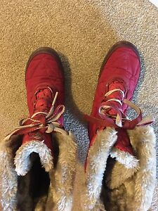 Women's winter boots, size 6, new
