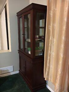 Mint condition display Cabinet - LOOKS NEW