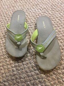 Ladies Speedo flip flop sandals size 10