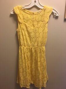 Women's yellow dress brand new never worn!