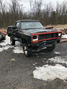 1985 dodge 150 4x4   Mud,parts,project