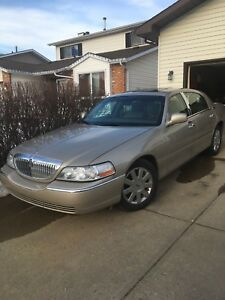 2005 Lincoln town car *reduced*
