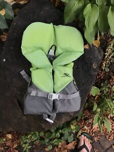 Life vest for a baby 9 kg to 14 kg. 3 available.
