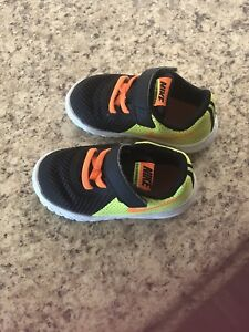 Nike toddler boys sneakers size 6