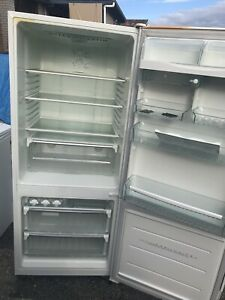 Westinghouse fridge freezer 430litre in good condition