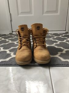 Winter boots: Timberlands. Great condition/ size 7