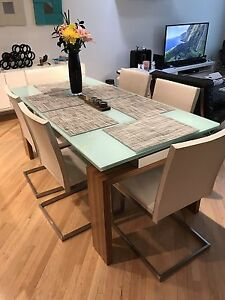 6 Dining Room Table Chairs (damaged)
