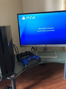 PS4 + 22 inch led monitor + 2 controllers + Games