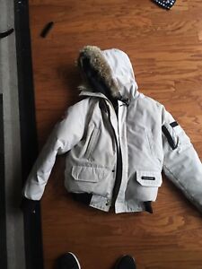 Canada Goose white (short) size small / s