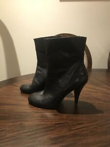 Nine West black leather boots (size 9)