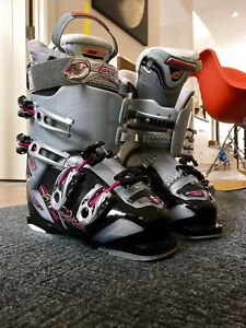 Women's Nordica Ski Boots - Excellent Condition size 25.5