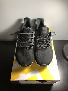 *STEAL* Adidas Ultra Boost 4.0 Size 11.5