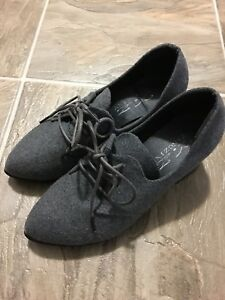 Women's shoes $5