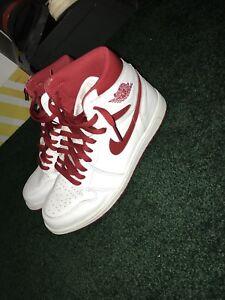 Jordan 1 Metallic red