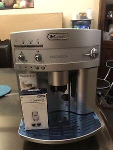 Espresso machine, cappuccino maker - machine à expresso