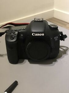 Canon 7D like new! DSLR Camera