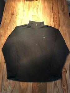 Nike Therma Fit Size Medium, chandail noir comme neuf.