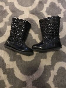 Toddler size 6 boot