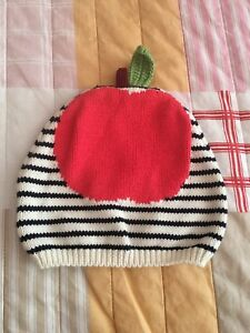 BNWT Baby Gap Apple Hat 12-18 Months