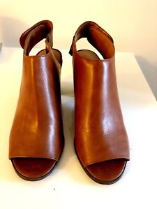 New brown ankle boots size 8